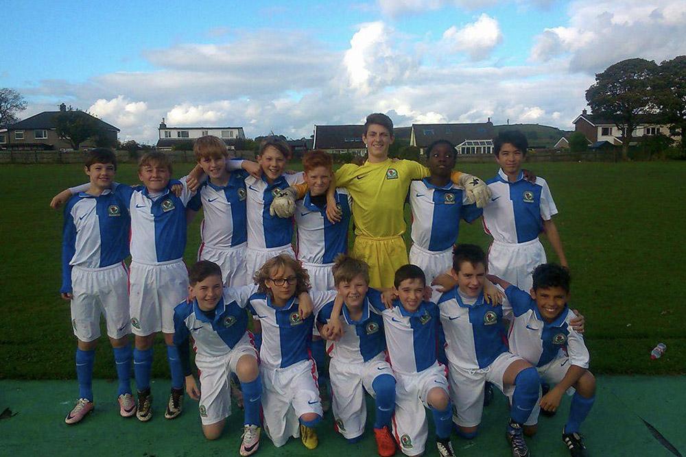 Winning football team posing together